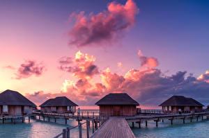 Картинки Мальдивы Тропики Рассвет и закат Мосты Небо Бунгало Облачно