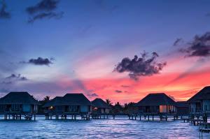 Обои Мальдивы Тропический Рассвет и закат Бунгало Облачно