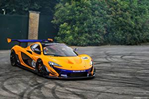 Фото McLaren Желтые Металлик 2015-16 P1 GTR Автомобили