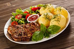 Обои Мясные продукты Картошка Овощи Доски Тарелка Кетчуп