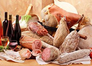 Фото Мясные продукты Колбаса Ветчина Вино Бутылка Бокалы