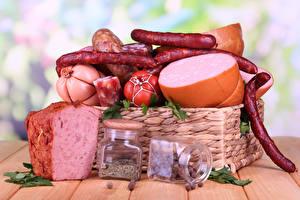 Картинки Мясные продукты Колбаса Приправы Доски Корзинка Банка Пища