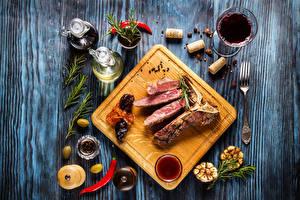 Картинки Мясные продукты Вино Пряности Доски Разделочная доска Бокалы