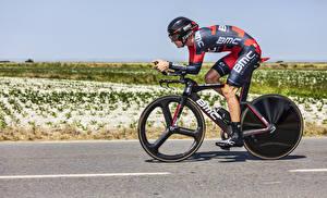 Картинка Мужчины Велосипед Шлем Униформа Спорт