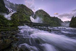 Картинка Норвегия Реки Мосты Водопады Камни Скала Latefossen  waterfall Природа