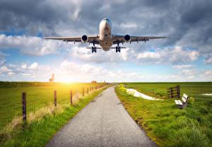 Фотографии Самолеты Пассажирские Самолеты Поля Небо Полет