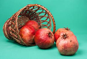 Фотография Гранат Вблизи Цветной фон Корзина Продукты питания