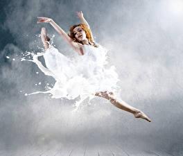 Фотографии Рыжая Прыжок Руки Платье Балет