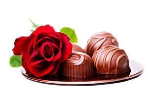 Обои Розы Конфеты Шоколад Белый фон Красный Цветы