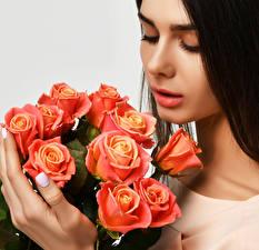 Картинка Розы Пальцы Розовый Лицо Шатенка Девушки