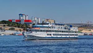 Фото Россия Реки Дома Корабли Круизный лайнер Volgograd Cruise ship  F. I. Panfyorov город