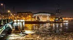 Фото Россия Санкт-Петербург Дома Река Пристань Лед Уличные фонари Ночные Города