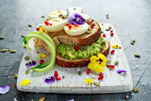 Фото Сэндвич Хлеб Фиалка трёхцветная Разделочная доска Яйца