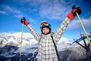 Картинки Лыжный спорт Зимние Мальчики Улыбка Очки Перчатки Дети