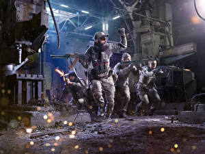 Картинка Солдаты Автоматы Униформа Стрельба