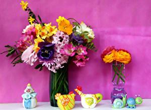 Фото Натюрморт Букет Нарциссы Фрезия Лютик Анютины глазки Ваза цветок