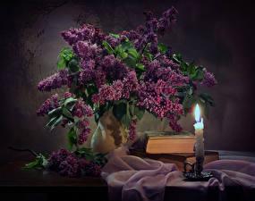 Картинки Натюрморт Сирень Свечи Ваза Книги Стол Цветы