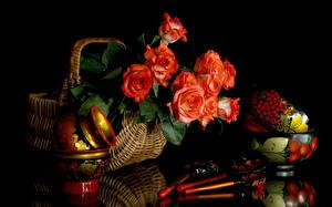 Обои Натюрморт Розы Черный фон Корзинка Ложка Красный Цветы