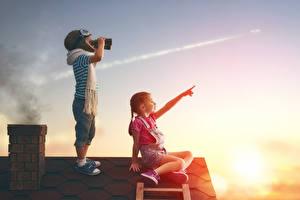 Картинки Рассветы и закаты Вдвоем Мальчики Девочки Шапки Крыша Шарф Ребёнок