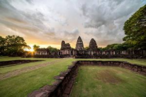 Фотографии Таиланд Парк Рассветы и закаты Развалины Газон Phimai Historical Park Природа