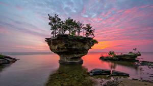 Фото США Рассветы и закаты Маяк Камни Заливы Дерева Pointe aux Barques Michigan Природа