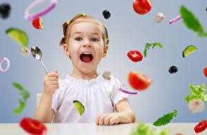 Обои Овощи Девочки Ложка Ребёнок