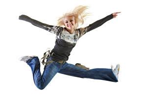 Фотография Белый фон Блондинка Улыбка Радость Прыжок Джинсы Девушки