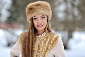 Картинка Зима Русые Шапки Лицо Девушки