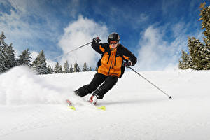 Фотографии Зима Мужчины Лыжный спорт Снег Униформа Очки Спорт