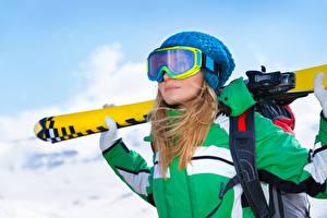 Фото Зима Лыжный спорт Блондинка Очки Шапки Девушки