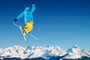 Картинка Зимние Лыжный спорт Снег Прыжок Куртка