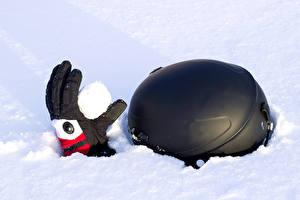 Фотографии Зима Снег Перчатки Шлем