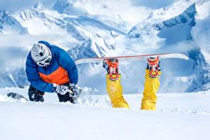Фотографии Зимние Сноуборд Мужчины Снег Забавные Спорт