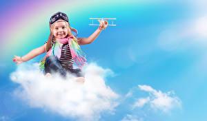 Фото Самолеты Девочка Шарф Облако Улыбка Шлема Очков Дети