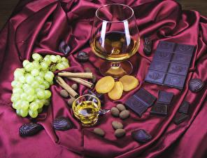 Фотографии Алкогольные напитки Шоколад Виноград Корица Бокалы Еда