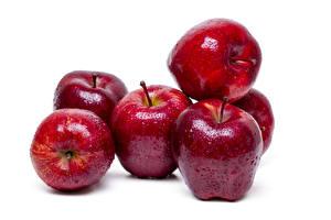 Фотография Яблоки Вблизи Белый фон Красный Капля Продукты питания