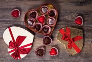 Картинки Конфеты День всех влюблённых Коробка Бантик Сердечко Пища