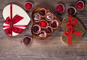 Фотографии Конфеты День святого Валентина Сердце Коробка Бантик Продукты питания