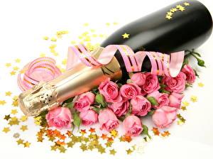 Фотография Игристое вино Розы Праздники Белый фон Бутылка Звездочки Ленточка Цветы