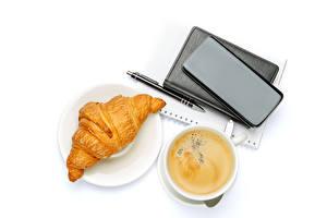 Картинка Кофе Круассан Капучино Белом фоне Чашке Смартфон Шариковая ручка Продукты питания