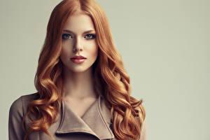 Обои Цветной фон Лицо Волосы Рыжая