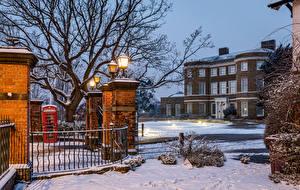 Картинка Англия Здания Вечер Зимние Лондон Ограда Уличные фонари Снег Higham Hill Города