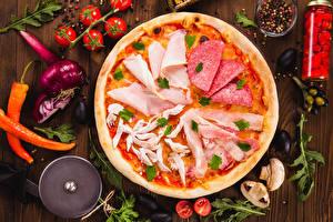 Фотографии Фастфуд Пицца Помидоры Колбаса Ветчина Овощи Доски Продукты питания