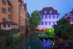 Картинки Франция Дома Вечер Пирсы Лодки Водный канал Colmar Города