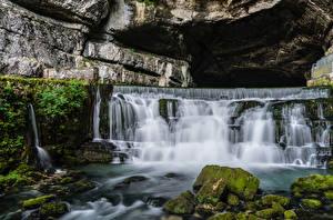 Фото Франция Водопады Речка Камень Пещера Мох Saut du Doubs Природа