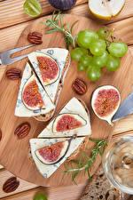 Обои Виноград Сыры Инжир Орехи Разделочная доска Продукты питания