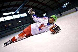 Обои Хоккей Мужчины Униформа Шлем Спорт