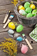 Картинка Праздники Пасха Мимозы Доски Яйца Корзинка Кисточки