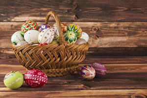 Картинка Праздники Пасха Доски Корзина Яйца Дизайн