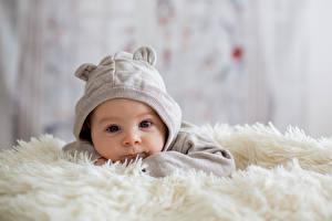 Картинка Младенцы Шапки Смотрит Дети